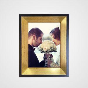 Porta Retrato 20x25m C/ Vidro 2mm e Moldura Preta com Chanfro Dourado Envelhecido