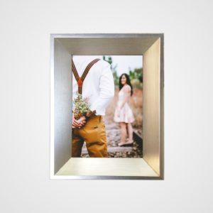 Porta Retrato 20x25m C/ Vidro 2mm e Moldura Dourado Claro Envelhecido