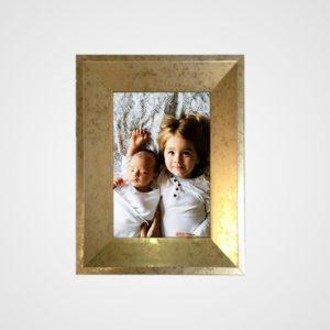 Porta Retrato 23x28m C/ Vidro 2mm e Moldura na cor Ouro Envelhecido