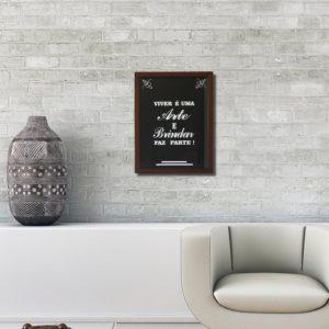 """Quadro Porta Rolhas """"Viver é uma Arte e Brindar faz Parte"""" p/ Cozinhas Bares Área de Churrasco, C/ vidro 2mm e Moldura em Madeira na Cor Tabaco"""