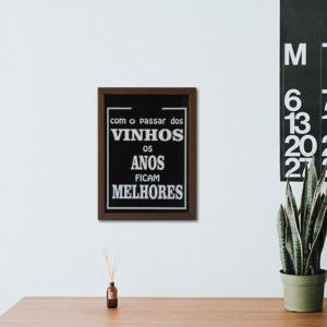 """Quadro Porta Rolhas """"Com o Passar dos Vinhos"""" p/ Cozinhas Bares Área de Churrasco, C/ vidro 2mm e Moldura em Madeira na Cor Tabaco"""