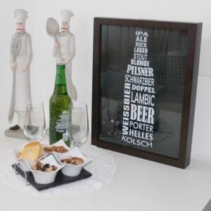 Quadro Porta Tampinhas Cervejas do Mundo para Cozinhas Bares Restaurantes Área de Churrasco, 42x32cm C/ vidro 3mm e Moldura em Madeira na Cor Tabaco